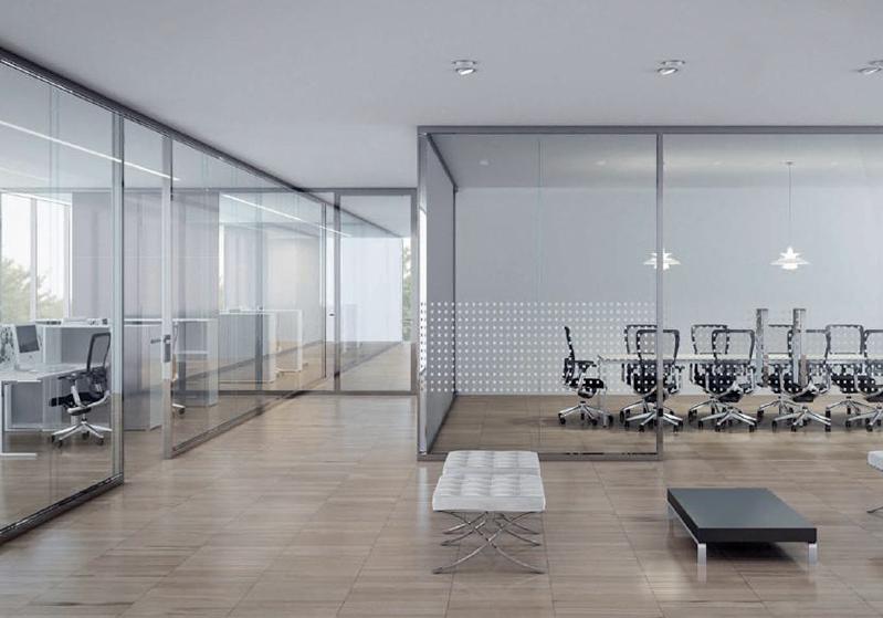 Pareti in vetro uffici decorati