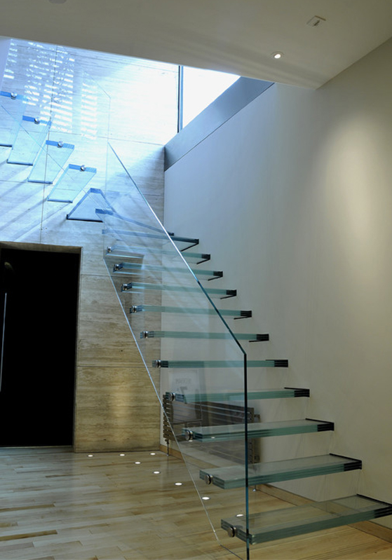 Scala con gradini in vetro