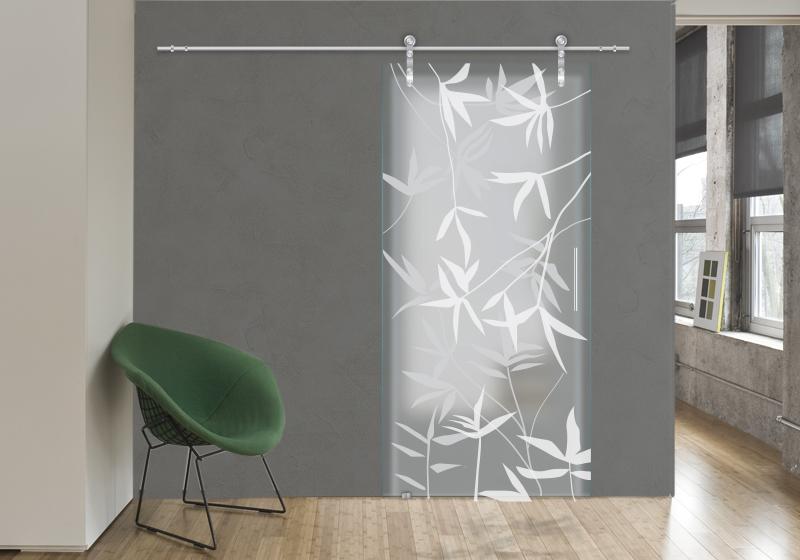 BAMBOO - Decorazione con sabbiatura sulle due superfici del vetro acidato. Sistema scorrevole esterno muro.
