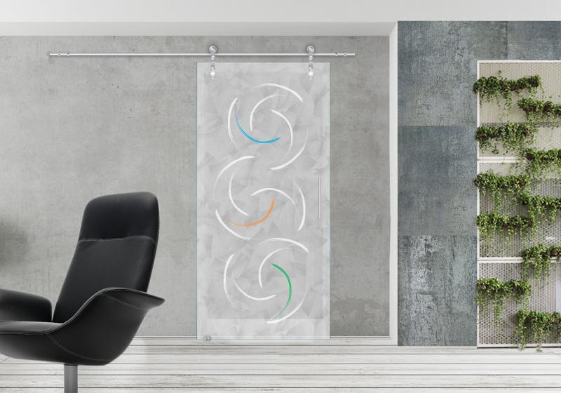 ROUND C - Fondo della lastra in vetro sabbiatura effetto marmorizzato, decoro sabbiato intenso con inserti a colori.