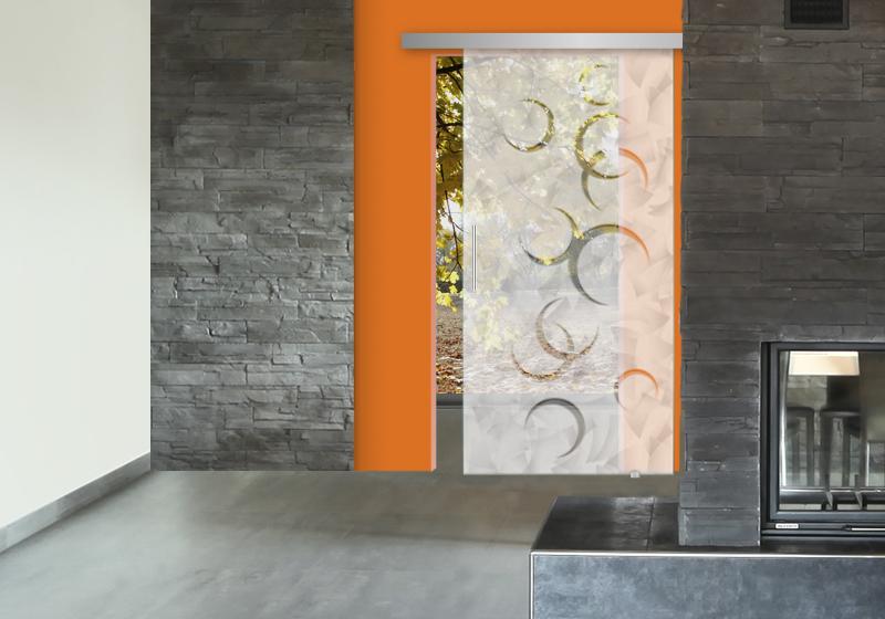 MOON- Sabbiatura effetto marmorizzato nel fondo, decoro sabbiato leggero. Sistema scorrevole esterno muro.